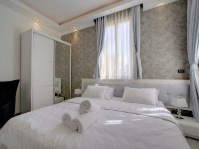 Jacuzzi 700x465 400x300 Luxury Jacuzzi Studio