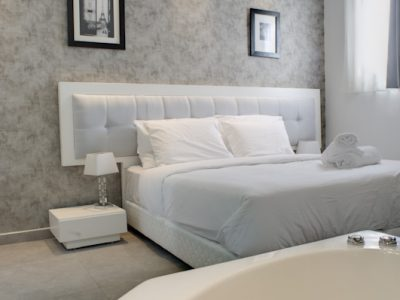 Jacuzzi11 400x300 Luxury Jacuzzi Studio