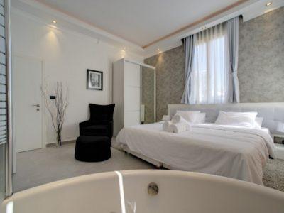 Jacuzzi3 700x465 400x300 Luxury Jacuzzi Studio