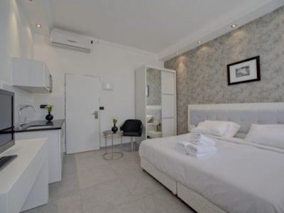 Studio15 700x465 400x300 Luxury Studio