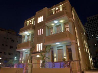 liber yonahanavi web 0131 700x465 400x300 Luxury Balcony Studio