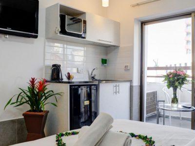 alenby6 062 700x1053 400x300 Sea View Junior Suite