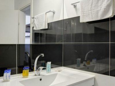 alenby6 065 700x1053 400x300 Sea View Junior Suite