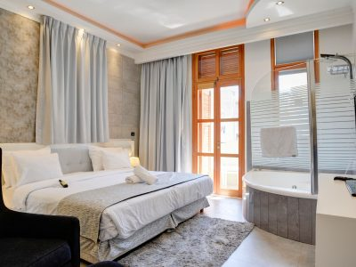 raphael hotels session2 017 1 400x300 Luxury One Bedroom Suite